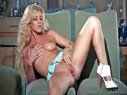 Delicious Glamourous Blonde Niki Lee Young Masturbating